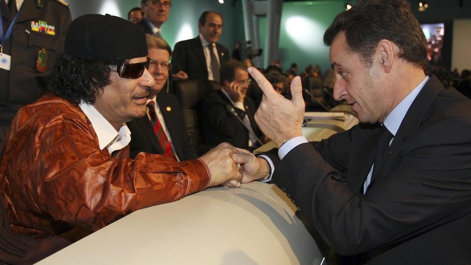 Conversation Mouammar Kadhafi et Nicolas Sarkozy.