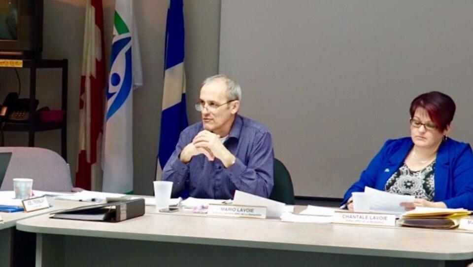 Le directeur de la MRC de La Matapédia, Mario Lavoie, et la préfète, Chantale Lavoie.