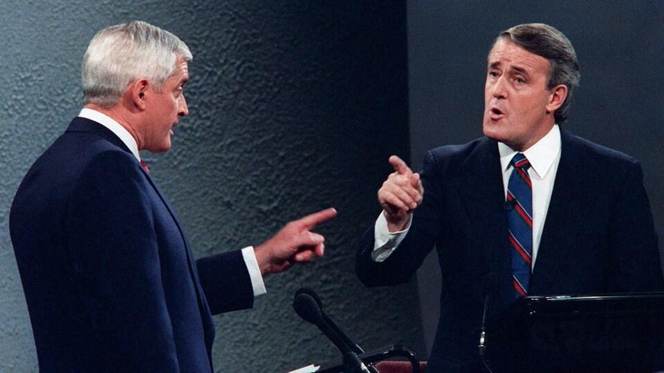 John Turner et Brian Mulroney lors d'un débat durant la campagne électorale de 1988.
