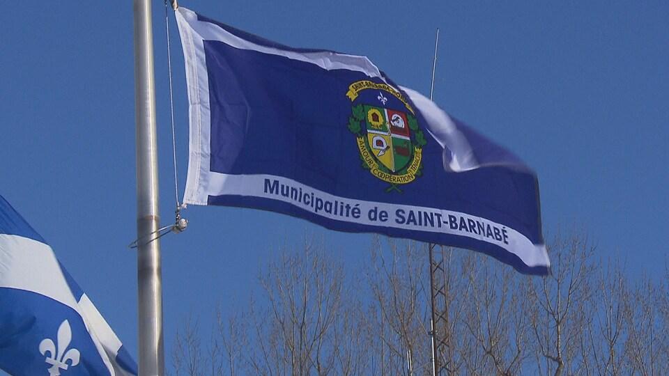 Drapeau la Municipalité de Saint-Barnabé.