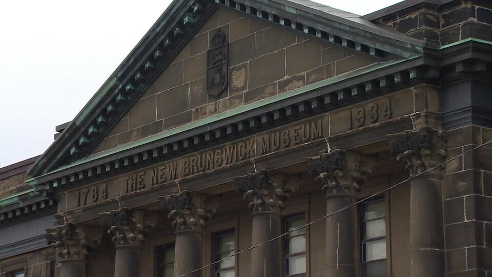 L'édifice original du Musée du Nouveau-Brunswick, qui abrite encore des archives, tombe en ruine.