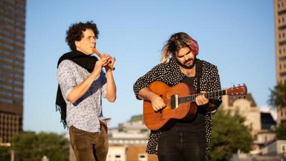 Le flûtiste Benoît Fortier et le guitariste Colin Savoie-Levac lancent le projet musical Benoît et Colin.