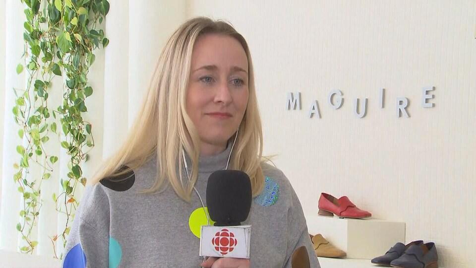Myriam Belzile-Maguire en entrevue à sa boutique de chaussures de Toronto.