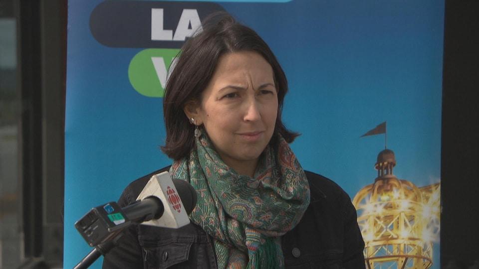 Myriam Nadeau lors du lancement de la 9e édition du défi sans auto solo, à l'extérieur.