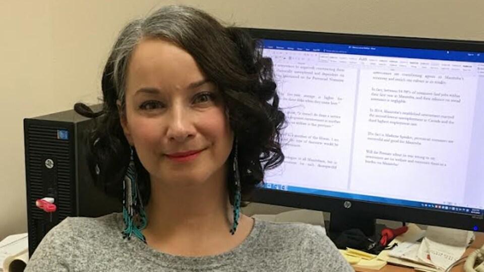 Nahanni Fontaine, députée néo-démocrate et critique en matière de condition féminine, veut que le gouvernement du Manitoba s'engage au financement et à la distribution efficace du Mifegymiso.