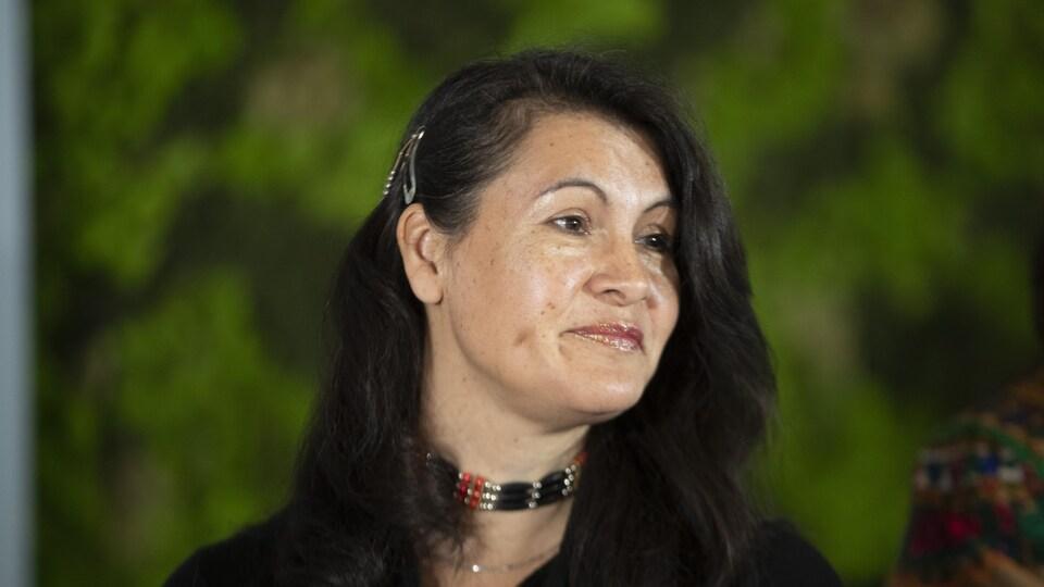 Nakuset, directrice générale du Foyer pour femmes autochtones de Montréal, à l'inauguration du refuge Résilience
