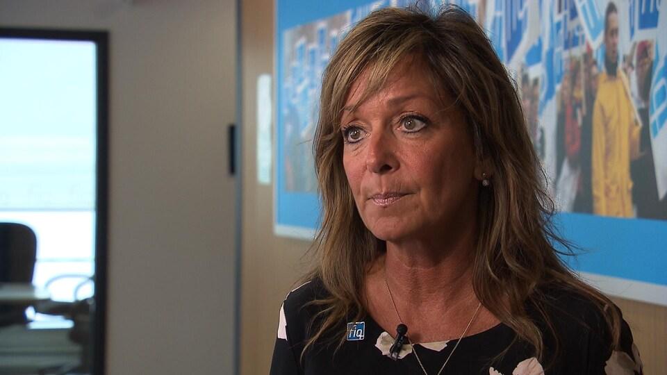 La présidente de la Fédération interprofessionnelle de la santé du Québec, Nancy Bédard, en gros plan.