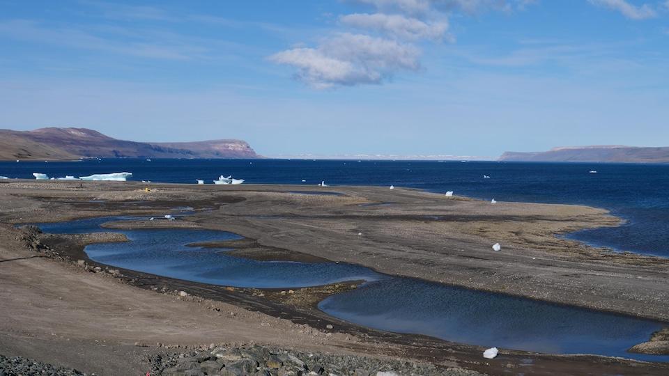 Les eaux de la baie près de Nanisivik.