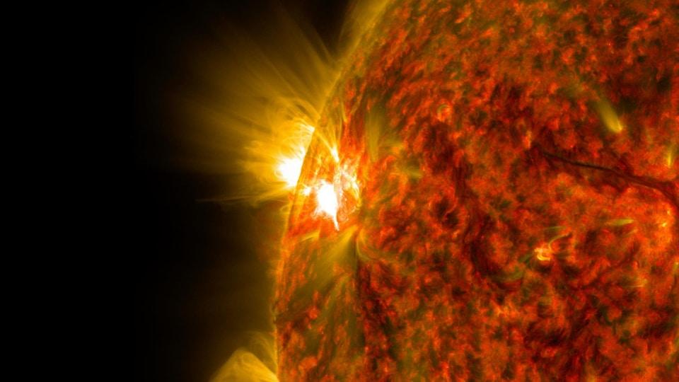 Une éruption solaire captée par le Solar Dynamics Observatory de la NASA le 5 novembre 2014.