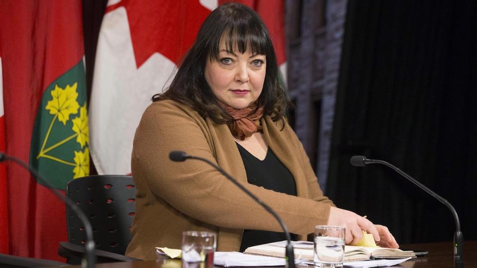 Natalie Mehra, directrice générale de la Coalition ontarienne de la santé, lors d'une conférence de presse à l'Assemblée législative en janvier.