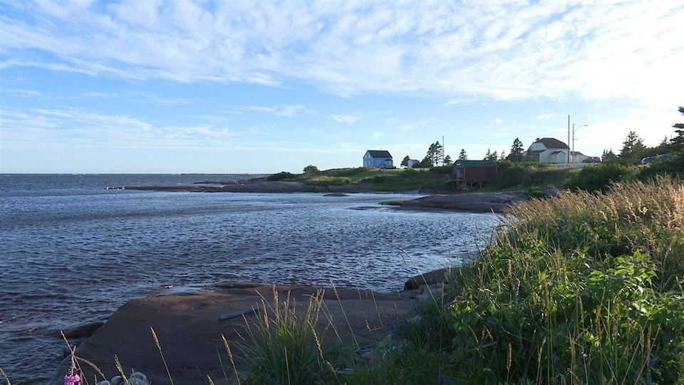 Le bord de l'eau à Natashquan.