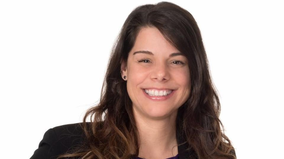 Une photo officielle de Nathalie Lemieux sur un fond blanc.