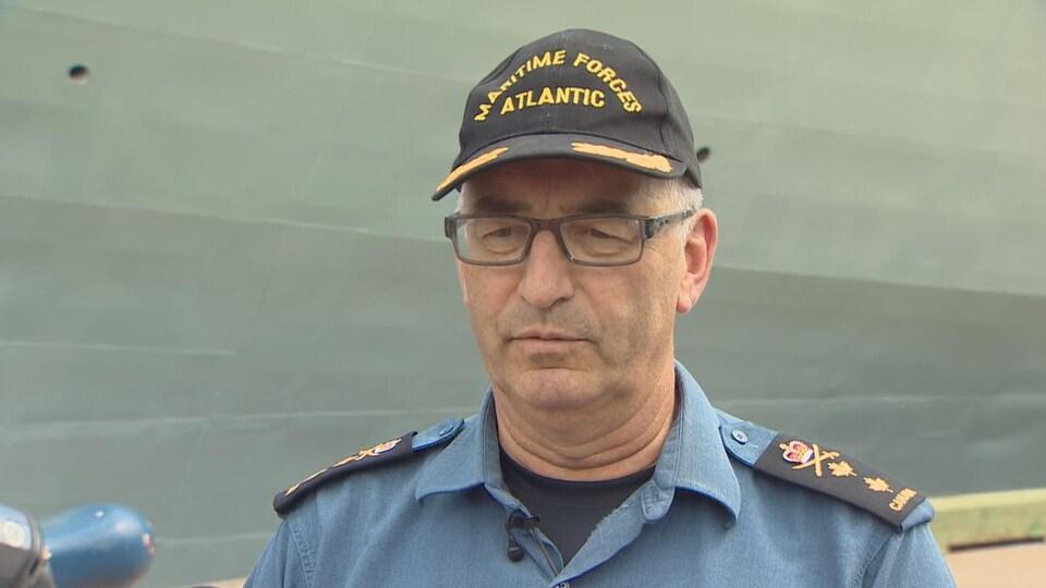 Le commandant des Forces maritimes de l'Atlantique, le contre-amiral John Newton, a condamné les gestes des cinq militaires.