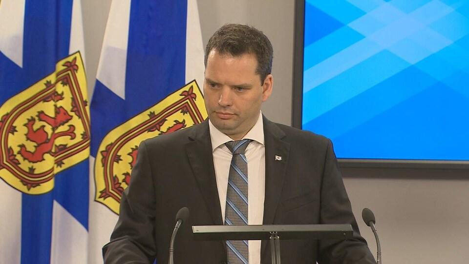Le ministre de l'Énergie de la Nouvelle-Écosse, Derek Mombourquette.