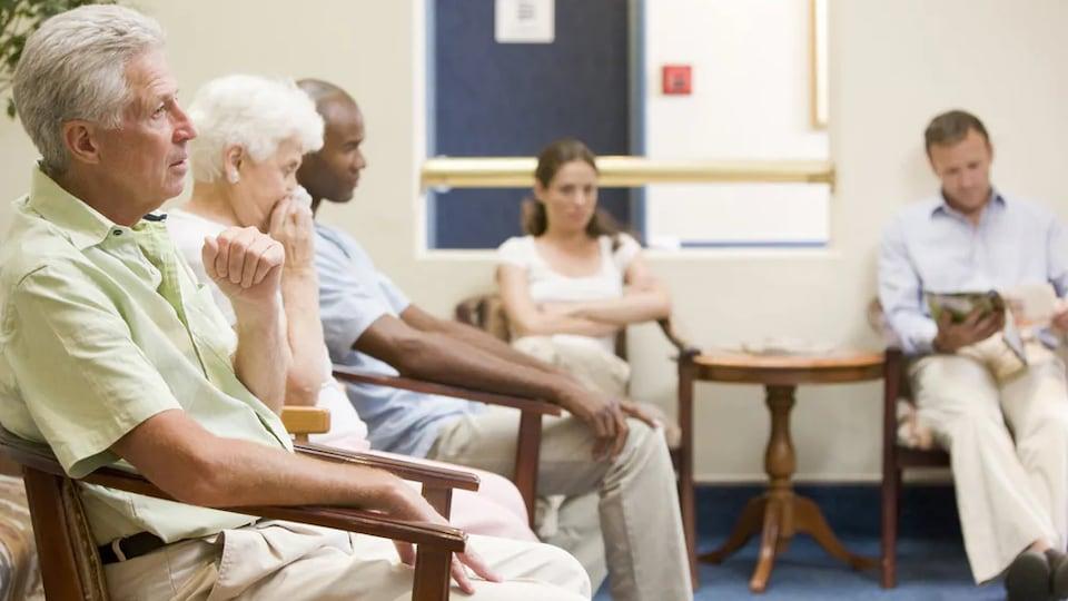 Paul Young estime que les certificats médicaux ne devraient pas être exigés pour des absences de cinq jours et moins.