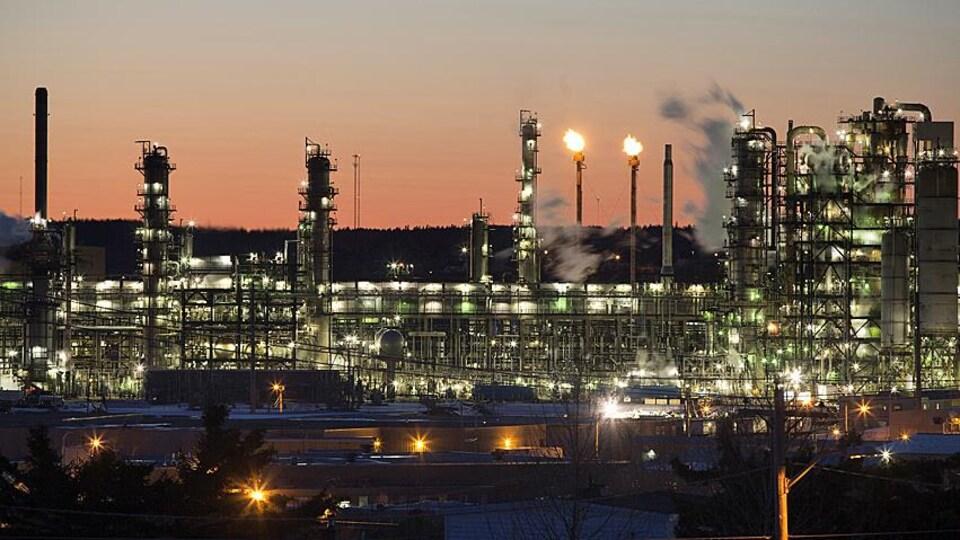 La raffinerie de l'entreprise Irving Oil à Saint-Jean, Nouveau-Brunswick.