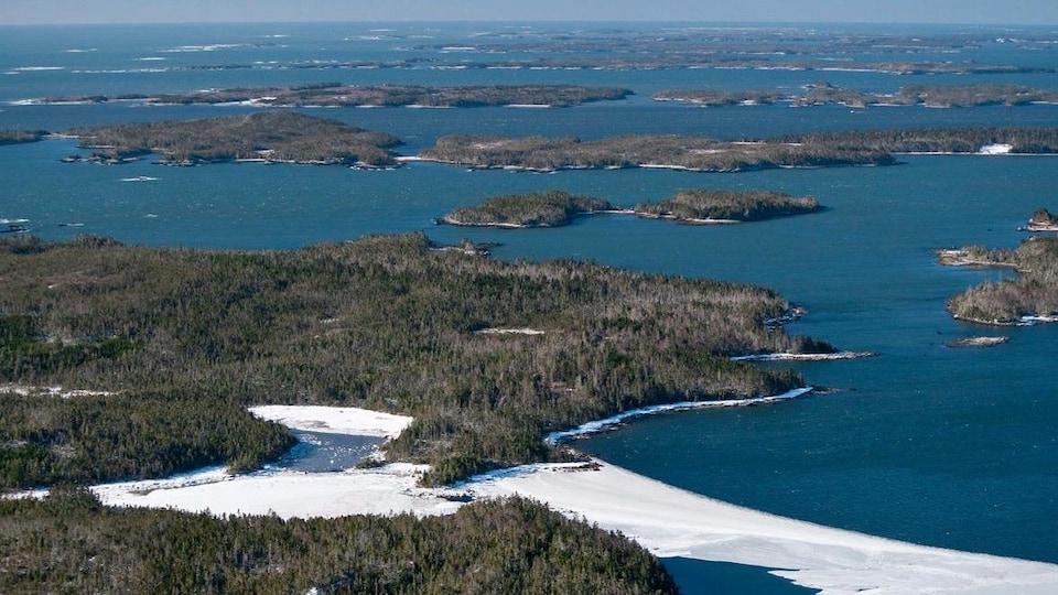 Des centaines d'îles forment un archipel, sur la côte est de la Nouvelle-Écosse.