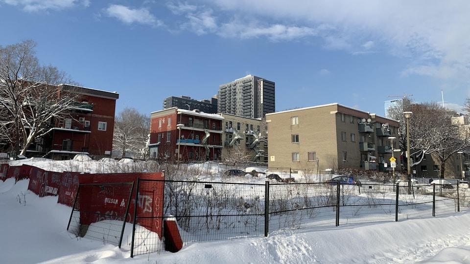 Le Negro Community Centre était domicilié au 2035, rue Coursol. Il n'en reste qu'un terrain vague.
