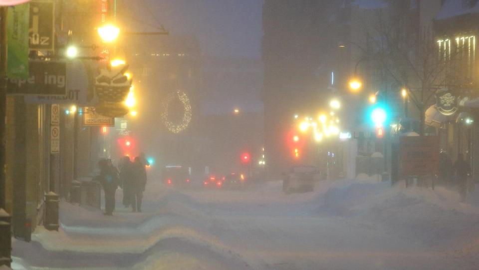 Un soir de tempête sur la rue St-Jean.