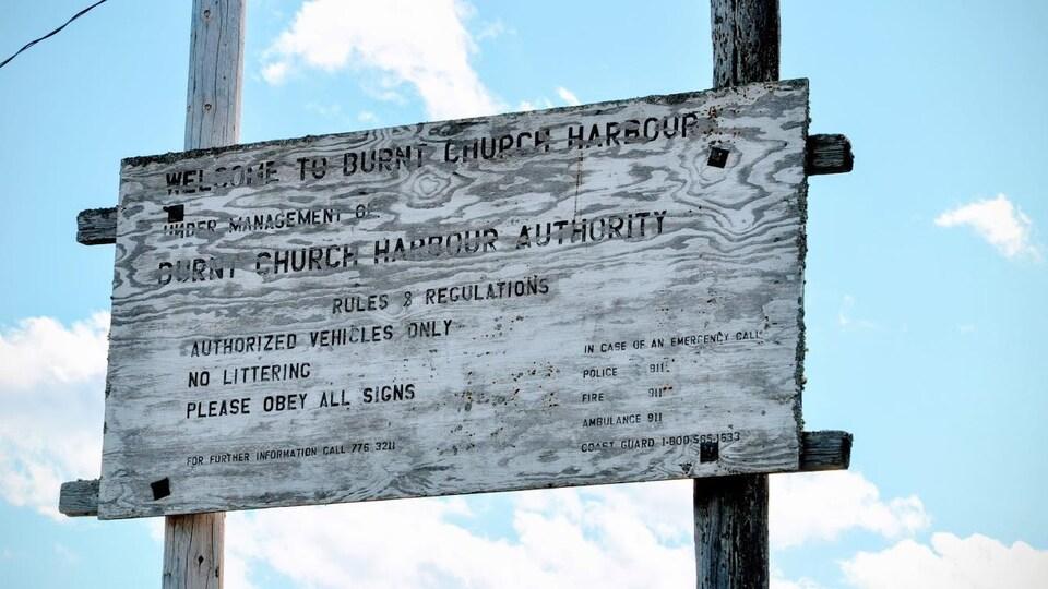 Une pancarte du quai de Burnt Church.