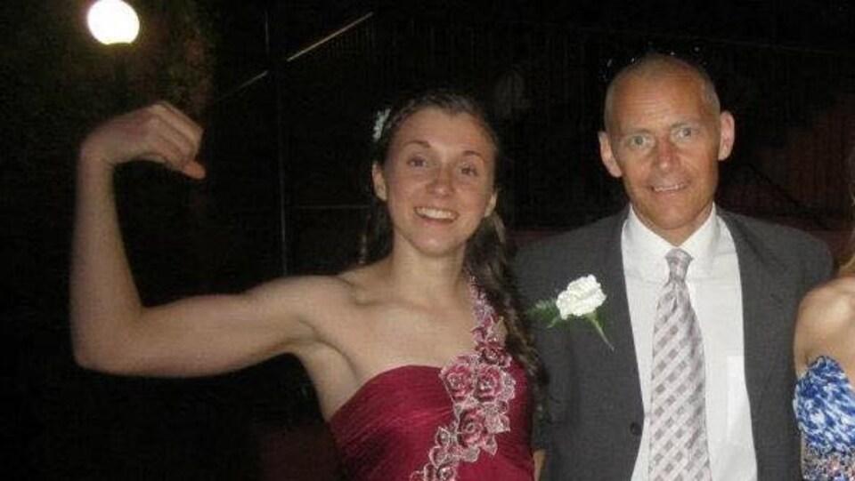 Nicole Provost et le sergent John Davidson lors de son bal de fin d'études.