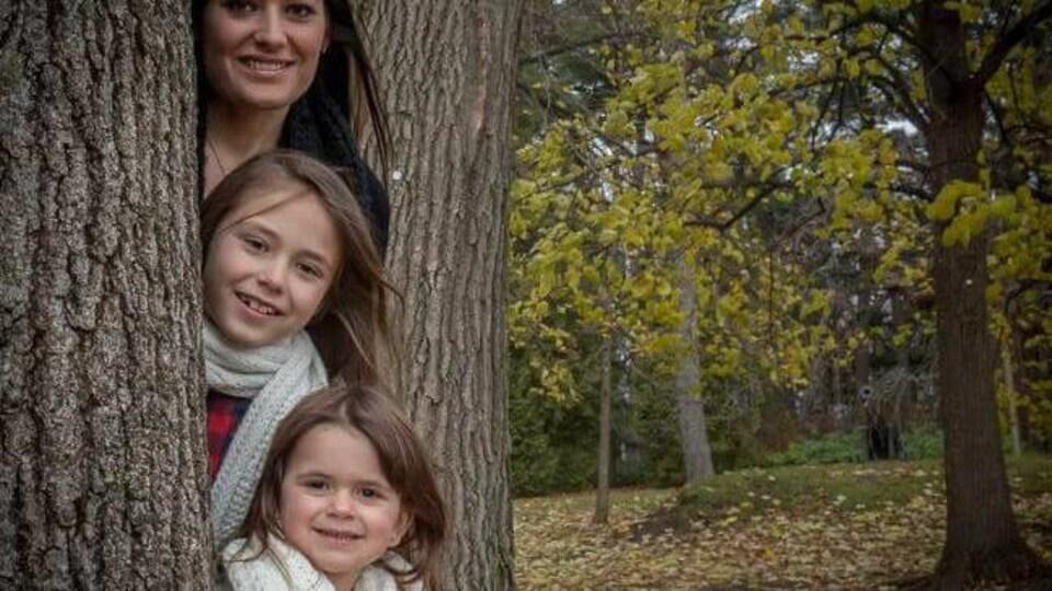 Amélie Lemieux et ses filles, Norah et Romy Carpentier.
