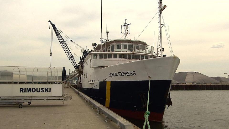 Le navire accosté au quai de Rimouski