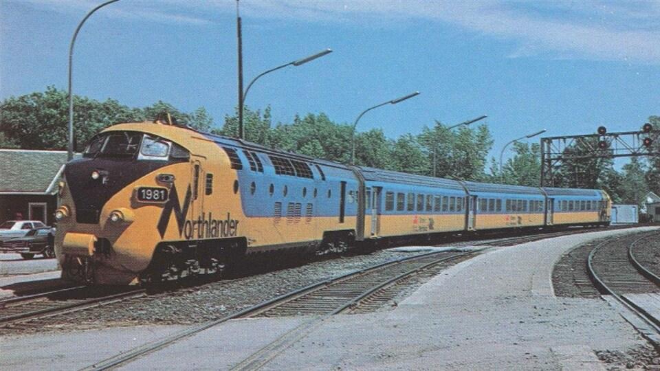 Un train de passagers.