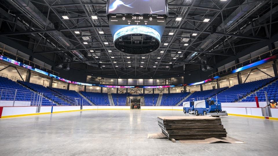 Le nouveau Colisée avec une vue depuis la patinoire.