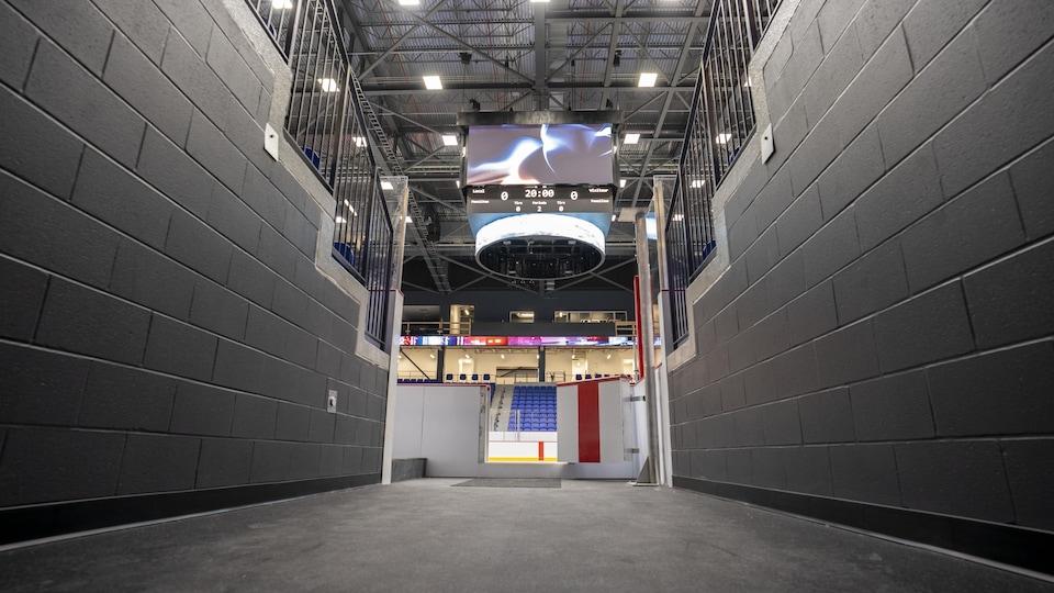 Le nouveau Colisée vu depuis un couloir qui mène à la patinoire.