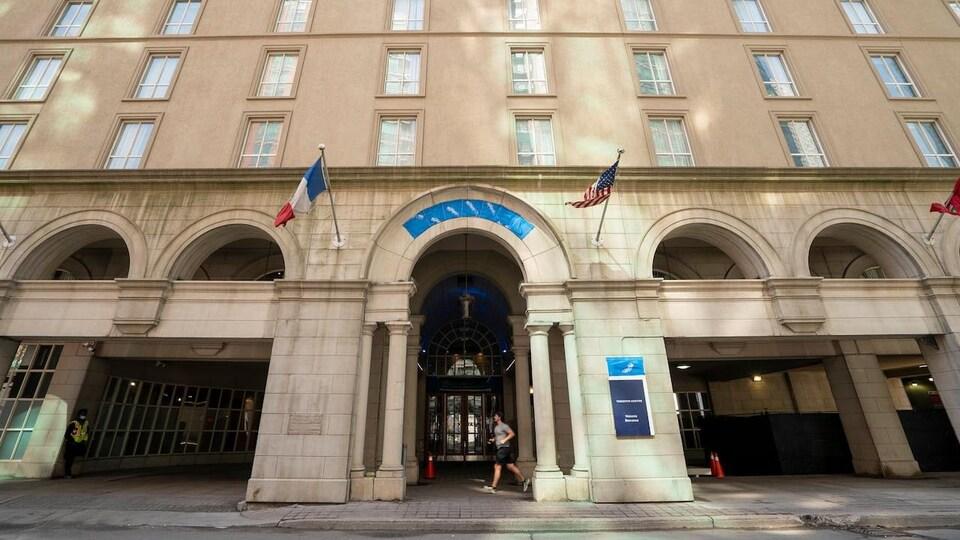 La façade d'un hôtel