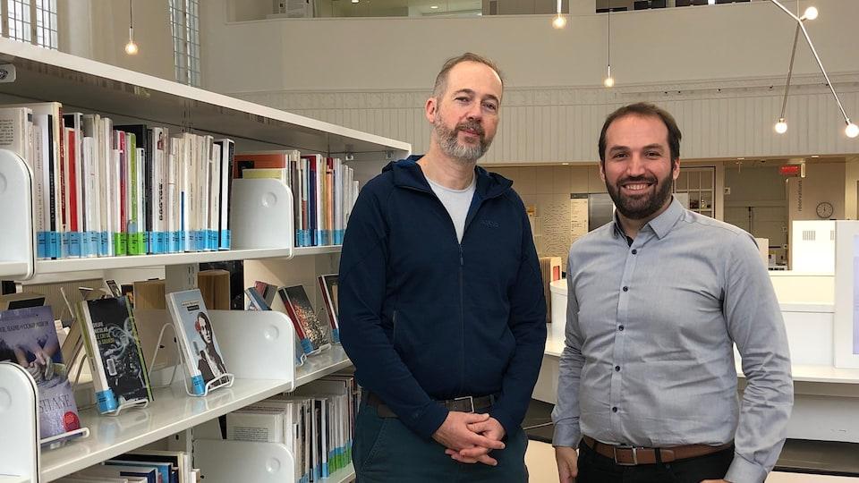 L'écrivain Olivier Bleys et le directeur général de la Maison de la littérature, Dominique Lemieux
