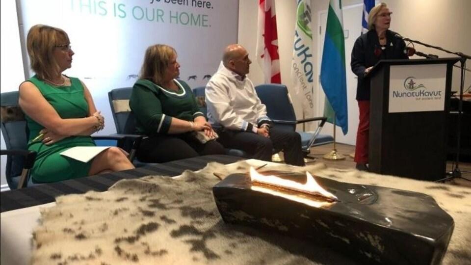 La ministre des Relations Couronne-Autochtones et des Affaires du Nord, Carolyn Bennett, annonce le début de discussions exploratoires entre le gouvernement fédéral et le Conseil de la communauté du NunatuKavut, au Labrador.