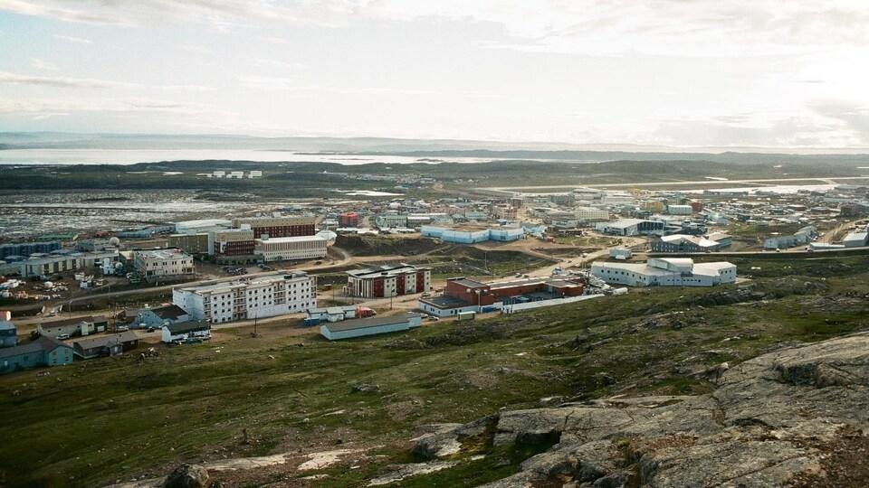 Iqaluit l'été.