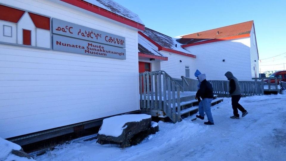 La façade extérieure d'un musée, à Iqaluit.