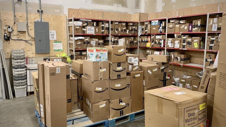 L'entrepôt de colis de Postes Canada.