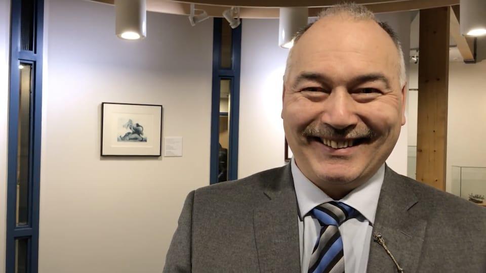 Joe Savikataaq.