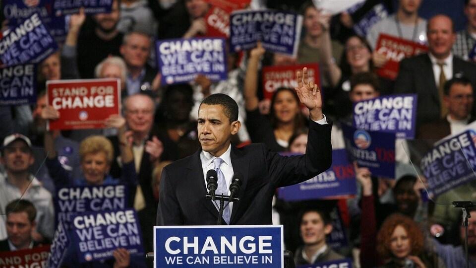 Barack Obama s'adressant à ses partisans le soir de la primaire du New Hampshire, en janvier 2008