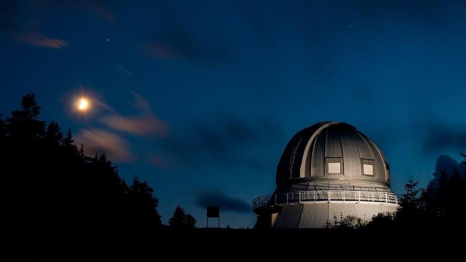 Contempler le ciel depuis l'observatoire du Mont-Mégantic