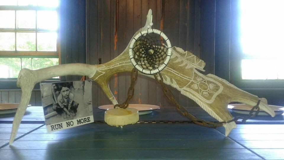 Oeuvre d'art réalisée par l'artiste de la communauté de Témiskaming First Nation, Karl Chevrier.
