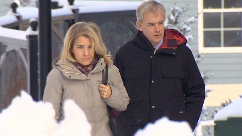 Le couple Oland se rend au palais de justice.