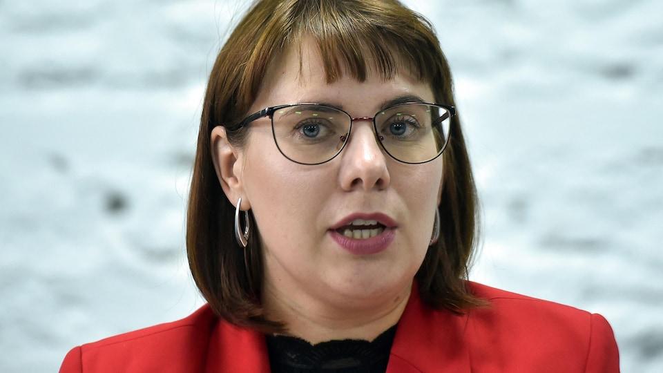 Olga Kovalkova en gros plan sur fond blanc.