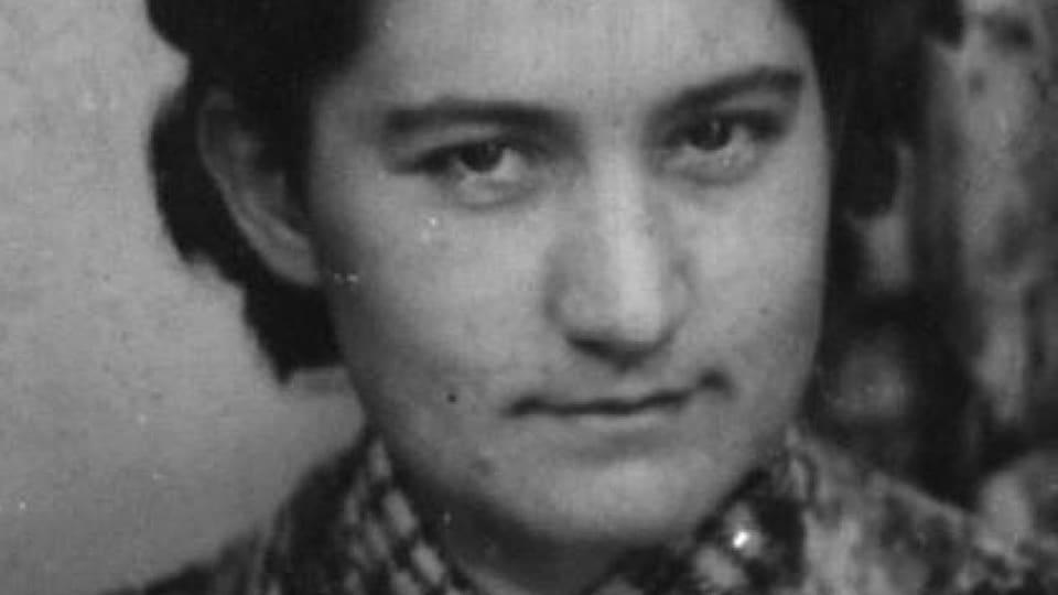 Une vieille photographie présente Olga Wall dans sa jeunesse.