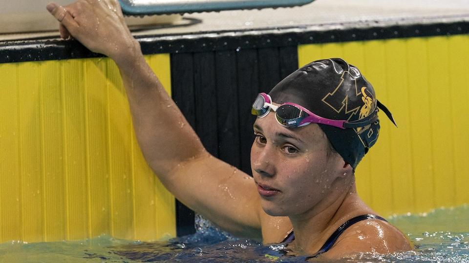 Kelsey Wog dans l'eau
