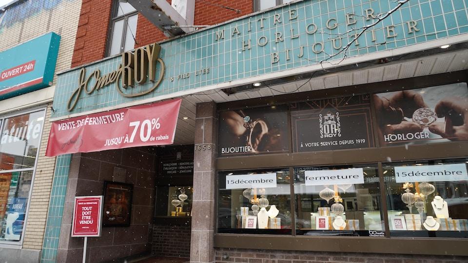 La façade de la bijouterie, horlogerie J. Omer Roy qui annonce sa fermeture le 15 décembre.