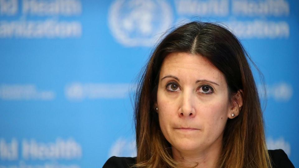 Maria Van Kerkhove en conférence de presse.