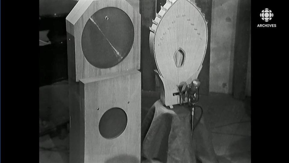 Diffuseur principal, diffuseur métallique et palme d'un instrument des ondes Martenot.