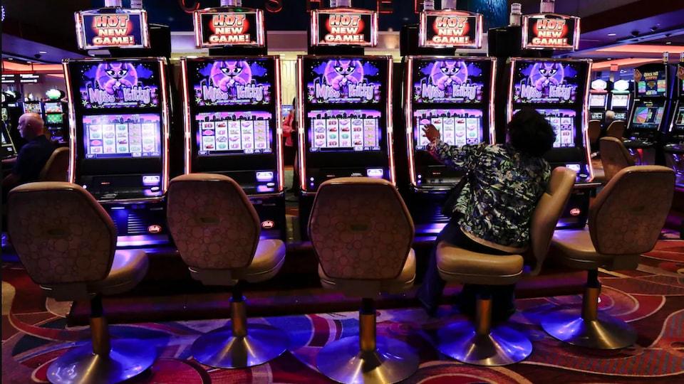 Une personne dans un casino.