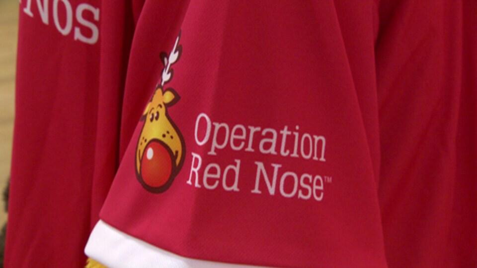 Gros plan sur le logo d'Opération Nez rouge.