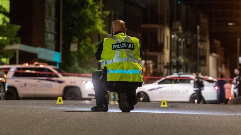 Des traces de pneus ont été retrouvées sur la rue Saint-Jean, dont le commerce Gold Disciple pourrait avoir été la cible d'un coup de feu.